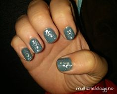 #nails #nailart #naildesign #grey #silver #nailpolish #dots