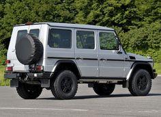 Silver Mercedez Benz G-Klasse
