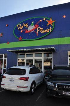 Fotografía tomada en el frente de Party Planet