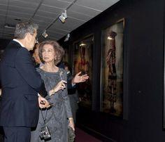 La Reina inaugura en Nueva York una serie de fotografías de Mario Testino