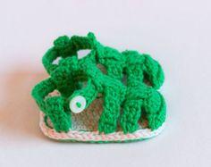 CROCHET PATTERN Crochet Baby Booties Pattern by CrobyPatterns