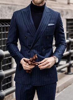 What better way you wear your navy blue double breasted pinstripe suit then with a black turtleneck sweater this winter. Double Breasted Pinstripe Suit, Mens Pinstripe Suit, Black Suit Men, Turtleneck Suit, Blue Suit Wedding, Black Brogues, Suit Combinations, Classy Suits, Blue Suits