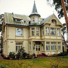 I hans flöde finns… Modern Log Cabins, Swedish House, Beautiful Buildings, Queen Anne, Victorian Homes, Home Fashion, Architecture, Scandinavian Design, Old Houses