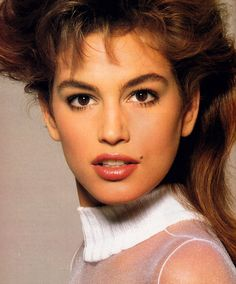 Cindy Crawford by Richard Avedon for Vogue US January 1988 Top Models, Female Models, Cindy Crawford Young, Halle Berry Style, Original Supermodels, Actrices Hollywood, Richard Avedon, Model Face, Linda Evangelista