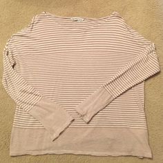 Old Navy sweater Very lightweight, loose fitting. Cute with a surf, skinnies, and boots! Old Navy Sweaters