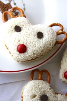 Give lunch time some love with these Reindeer PB+J sandwiches.