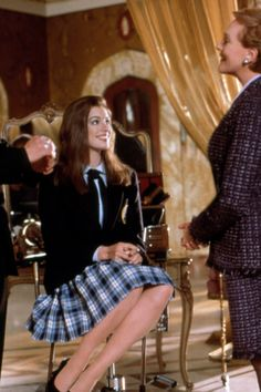 Julie Andrews, Anne Hathaway in The Princess Diaries Two of my fav actresses in one place= instant happiness! Film Disney, Disney Movies, Disney Live, Iconic Movies, Great Movies, Love Movie, Movie Tv, The Princess Diaries 2001, Diary Movie