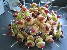 poffertjes met druiven stokjes
