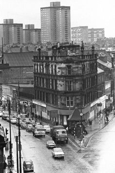 Shawlands Cross Glasgow 1970 (thx d) Glasgow Pubs, Gorbals Glasgow, Glasgow City, Glasgow Scotland, Glasgow Central Station, Scotland Kilt, The Second City, Old Trees, Architecture Details