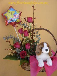 arreglo floral con peluche de perrito