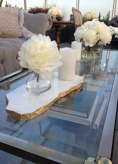 Marble adds instant sophistication to any tablescape! We love the idea of pairing white marble elements with subtle gold accents.