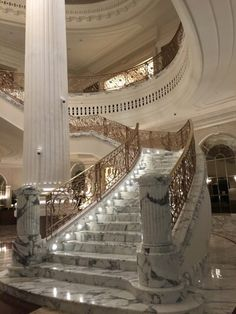 Luxury Grand Mansion Interior Design with Lit-Up Dream Home Design, My Dream Home, Grande Cage D'escalier, Dream Mansion, Mansion Interior, Luxury Interior, Mansion Bedroom, Home Interior, Luxury Homes Dream Houses