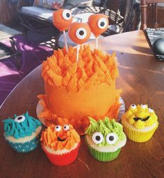 Monster cupcakes and smash cake !
