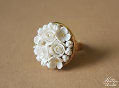 Цветы из полимерной глины, жгуты из японского бисера.
