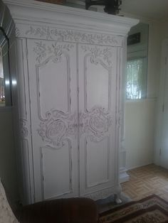 I painted this armoire white and distressed it. Shabby Chic Interiors, Shabby Chic Cottage, Vintage Shabby Chic, Shabby Chic Homes, White Bedroom Furniture, Shabby Chic Furniture, Vintage Furniture, Upcycled Furniture, Diy Furniture
