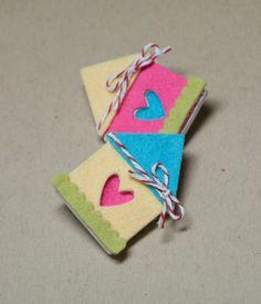 DIY Craft: cute felt house pins!