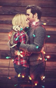 ohmygosh y'all! what if #CaptainSwan became one of those couples that took romantic holiday photos together!? GAHH I'M SO DEAD! THIS KILLED THE FANDOM AGAIN.