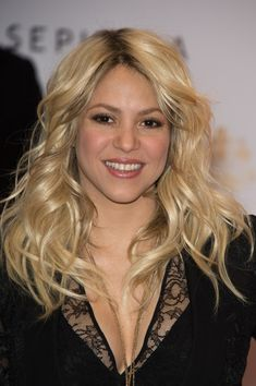 Shakira Nude Lipstick - Shakira kept her look natural and fresh with a glossy nude lip color.