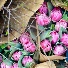 Hyvää huomenta huhtikuu!💕Good Morning April! #viikonloppu #kukat #kukkailoa #tulppaanit #weekend  #flowers #springflowers #tulips #flowerpower #springfeeling #vårkänsla #stilllife #blommor #nordicgardenbloggers