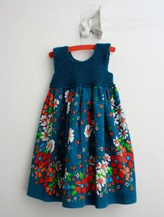 ponnekeblom: zomerjurkje - summer dress with crochet yoke + fabric - tutorial Crochet Yoke, Crochet Fabric, Crochet Girls, Crochet For Kids, Crochet Baby, Crochet Toddler Dress, Crochet Dress Girl, Woven Fabric, Sewing Clothes