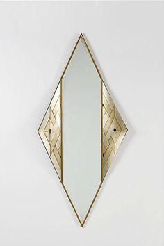 Lorenzo BURCHIELLARO(Né en 1933)  Miroir losange 1988  Motifs géométriques en cuivre argenté et laiton doré Signé en bas à gauche et daté 1988 H.195cm,L. 88 cm, P. 12 cm