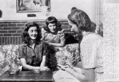 candid photo Bette Davis and her sister discussing recipes with reporter 842-22