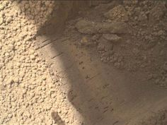 Curiosity rover digs up shiny particles on Mars (Photo: NASA/JPL-Caltech/MSSS)