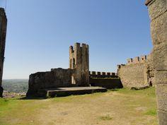 Foto tirada do Castelo de Arraiolos, também conhecido como Paço dos Alcaides, localiza-se na vila, freguesia e concelho de Arraiolos, no distrito de Évora, em Portugal. Destaca-se por ser um dos raros castelos de planta circular, no mundo.