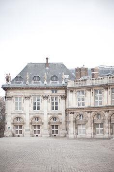 I think I need more mutton bars on my windows. Beautiful Buildings, Beautiful Homes, Beautiful Places, Mansion Homes, Merci Paris, Paris Paris, Belle Villa, Le Palais, The Infernal Devices
