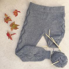 «Fall trousers in the making! Am so glad I had enough to make leaf tables in the sides of this pants, because now I really love . Baby Knitting Patterns, Baby Boy Knitting, Knitting For Kids, Crochet Baby, Knit Crochet, Knit Baby Pants, Diy Crafts Knitting, Lace Leggings, Baby Sweaters
