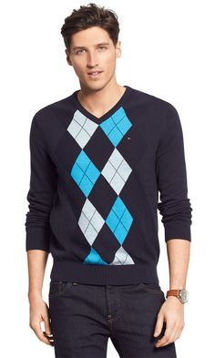 Tommy Hilfiger men's sweater. A classic argyle sweater spun from a fine-gauge knit that's just right for layering. Fresh-for-the-season hues provide that subtle twist on tradition.