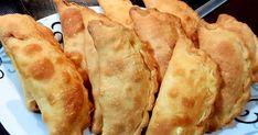 Τυροπιτάκια και Ζαμπονοτυροπιτάκια με ζύμη γιαουρτιού για τα μικρά μου αύριο στο σχολείο ! Ζύμη: 500 γρ. Γιαούρτι στραγγιστό 1 κούπα ηλιέ... Empanadas, Spanakopita, Greek Recipes, Queso, Finger Foods, Food And Drink, Cooking Recipes, Bread, Cheese