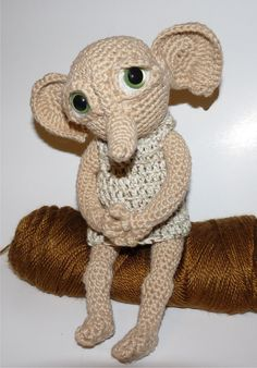 Dobby - inspiration only! Should I ever learn to crochet. Dobby Harry Potter, Peluche Harry Potter, Harry Potter Fiesta, Harry Potter Dolls, Harry Potter Crochet, Crochet Toys Patterns, Amigurumi Patterns, Crochet Motif, Crochet Dolls