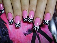 Pink nails with leopard print