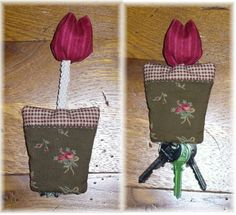 Porte-clés tulipe : le tuto - Le blog de Kérouézée Sewing Tutorials, Sewing Crafts, Sewing Projects, Handmade Crafts, Diy Crafts, Christmas Countdown Calendar, Patchwork Bags, Patchwork Quilting, Key Covers