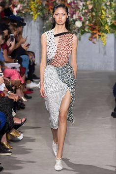 Guarda la sfilata di moda Jason Wu a New York e scopri la collezione di  abiti 340895713e9
