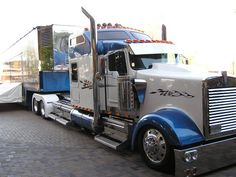 Mid-America Truck Show (Low Kenworth W9)