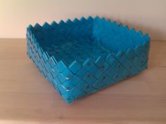 Diy And Crafts, Arts And Crafts, Paper Weaving, Paper Magic, Modular Origami, Candy Wrappers, Art Base, Duct Tape, Bottle Crafts
