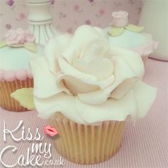 Kiss My Cake - almost too pretty to eat almost?!