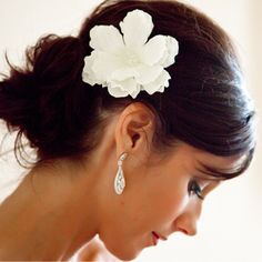 wedding photography - vue photography - real wedding - ring a ding ding - bride - getting ready - wedding hairstyle - updo