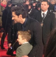RA taking his nephew Abe to his premiere. SO CUTE!! I love how his premiere dates have included his Mum, his Dad, and his nephew. Totes Adorbs.  <3 <3