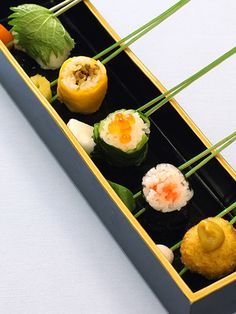 Bite-Sized Sushi on a Pine Needle (Japanese Cuisine)|一口御飯串刺し