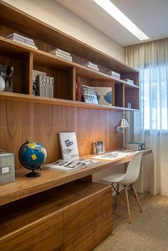 Browse pictures of home office design. Here are our favorite home office ideas that let you work from home. Shared them so you can learn how to work. Cozy Home Office, Home Office Table, Home Office Layouts, Home Office Storage, Office Workspace, Home Office Design, Home Office Decor, Home Design, Home Decor