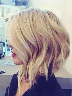 15 Modern Bob Hairstyles that You Will Love. Do you wish to see the best example of modern bob hairstyles? Bob hair style is a timeless, easy to style Medium Hair Cuts, Medium Hair Styles, Short Hair Styles, Bob Haircuts For Women, Short Bob Haircuts, Edgy Haircuts, Shattered Bob, Modern Bob Hairstyles, Hairstyles 2018