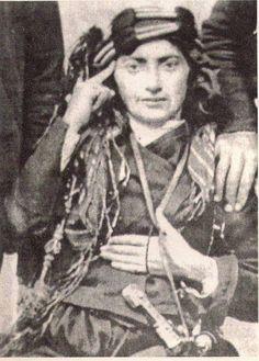 Kara Fatma (Fatma Seher Erden), 1888 yılında Erzurum'da doğdu. Balkan,Kafkas ve Kurtuluş Savaşı cephelerinde görevler alarak, adını tarihin sayfalarına altın harflerle, bir Türk kadın kahramanı olarak yazdırdı Beautiful Hairstyle For Girl, Independence War, Turkish Soldiers, Brave Women, Cultural Identity, Female Soldier, Great Leaders, Ottoman Empire, Historical Pictures