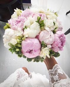 Pink And Gold Wedding, Floral Wedding, Wedding Flowers, Wedding Bride, Dream Wedding, Wedding Day, Bride Bouquets, Floral Bouquets, Peonies Bouquet