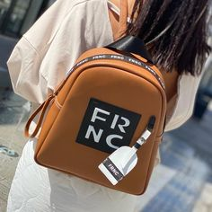 𝔽ℝℕℂ 𝕔𝕒𝕞𝕖𝕝 𝕓𝕒𝕘! Season after season, FRNC finds new and exciting ways to reinterpret its classic-iconic camel bags! . . #papanikolaoushoes #frncbags #frnc #camelbag #backpack