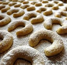 Diós patkó Gingerbread Cookies, Breakfast Recipes, Christmas Crafts, Sandwiches, Deserts, Muffin, Food And Drink, Sweets, Baking