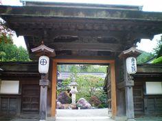 """koyasan buddhist temple""的图片搜索结果 Japanese Gate, Carpe Diem, Buddhist Temple, Gazebo, Outdoor Structures, Countries, Tourism, Kiosk, Pavilion"
