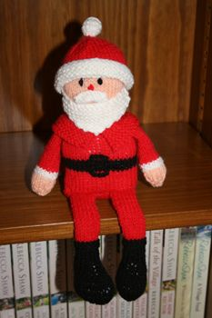 Santa shelf doll knitting pattern.
